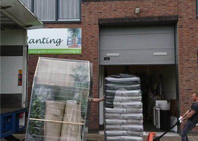 Uitladen-bestellingen-in-Waddinxveen